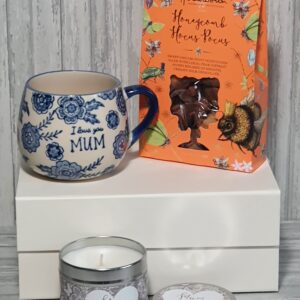 Lovely Gift For Mum – Blue Willow Designed Mug, With Scented Mum Candle and Sweet Treats Birthday Christmas Or Mothers Day (SKU562)